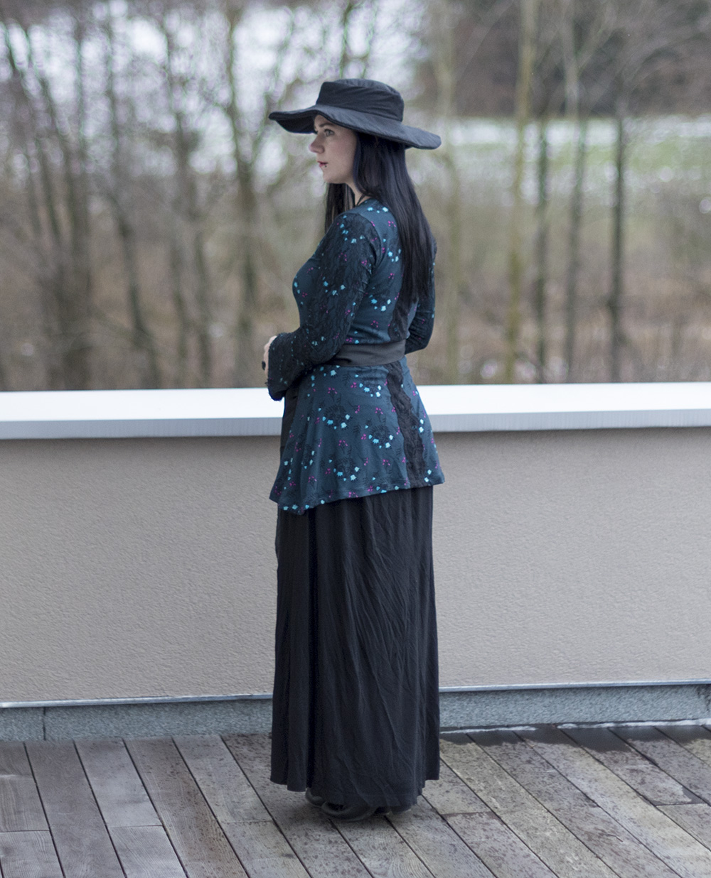Spring Sewing a Bell Sleeve Top (Ellie & Mac pattern) witchy style selfmade fashion