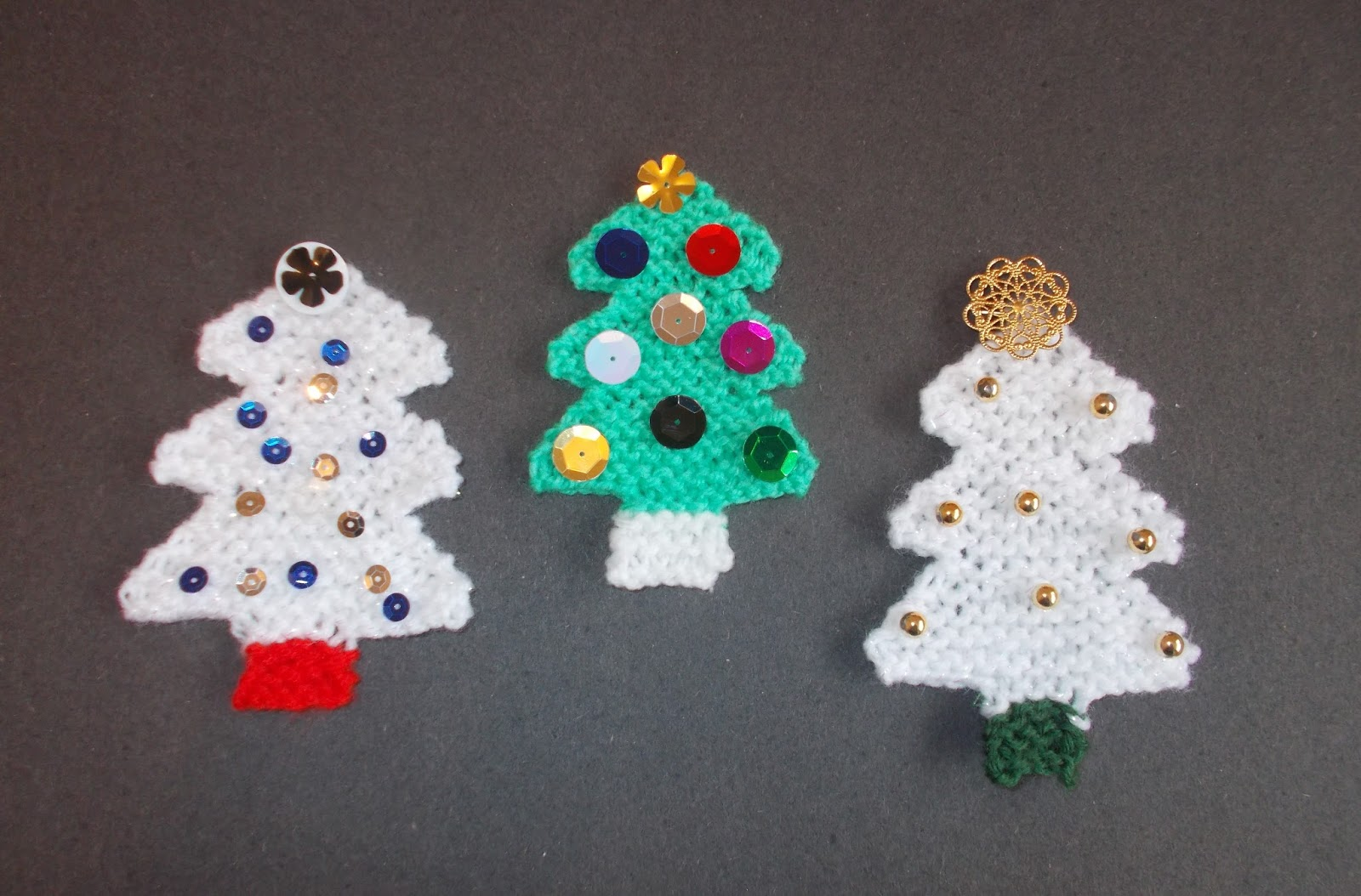 Marianna\'s Lazy Daisy Days: Little Knitted Christmas Tree Decorations