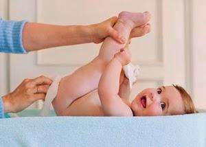 صحة طفلك من لون برازه تبين ما يدور داخل جسمه الصغير