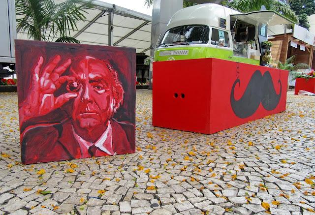pintura de Saramago revive escritor na avenida