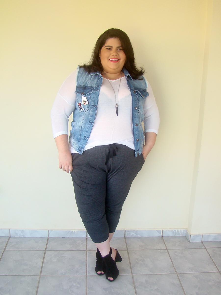 look plus size calça jogger colete jeans pins de roupa divertidos gorda na moda gordinha fashion estilo