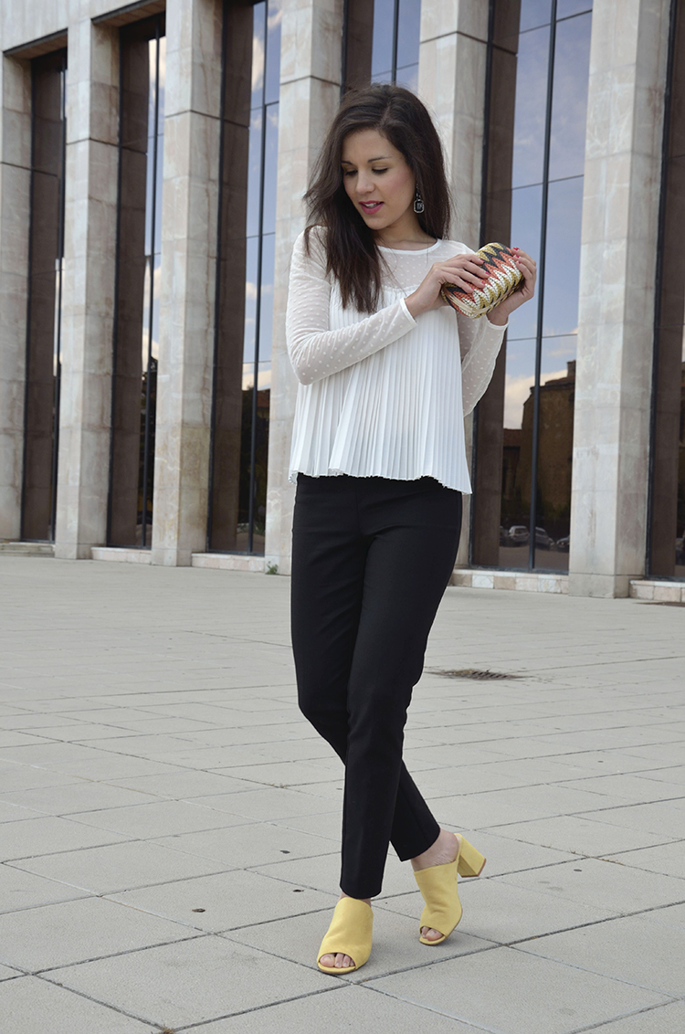 mules-tacon-blogger-trends-gallery-look-outfit-black-white-yellow-shoes