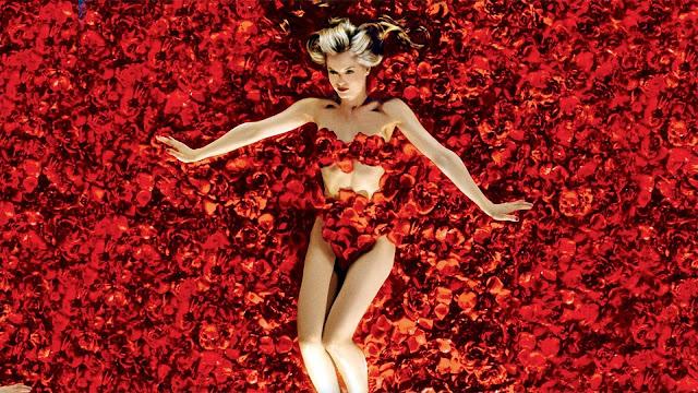 Mena Suvari bañada en petálos, la escena más mítica de American Beauty