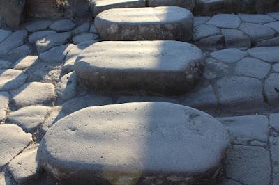 Poesía, poética del metalenguaje, piedras, poesía cotidiana