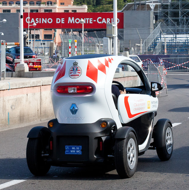 monte carlo weekly photo monaco grand prix the twizy. Black Bedroom Furniture Sets. Home Design Ideas