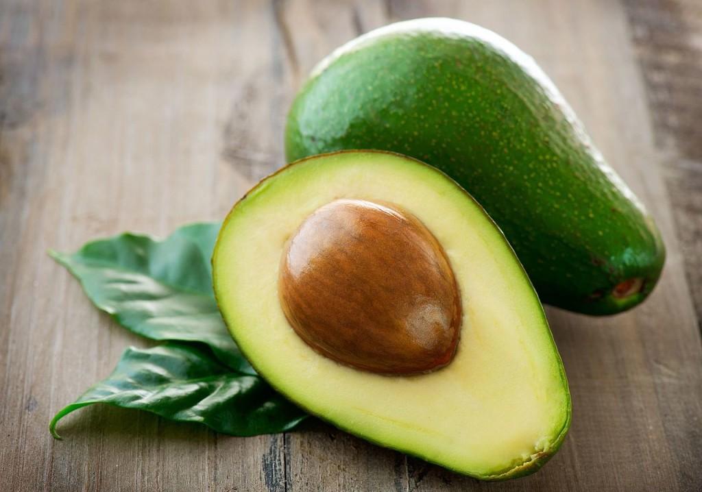 Os benefícios para a saúde ao acrescentar o caroço de abacate em sua dieta