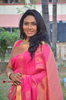 Actress Risha Pos in Pink Silk Saree at Saravanan Irukka Bayamaen Tamil Movie Press Meet  0008.jpg