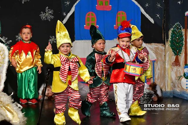 Σε χώρες μακρινές ταξίδεψαν το κοινό οι μικροί μαθητές του Δον Πινέλο για το καλύτερο Χριστουγεννιάτικο έθιμο