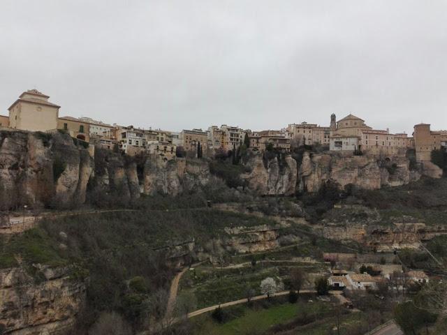 EUROPA: Las Casas Colgadas De Cuenca por Kaiser Solano de Alpargata Viajera.
