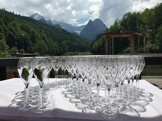 Hochzeitsempfang, Hochzeit in Apfelgrün und Weiß im Riessersee Hotel Garmisch-Partenkirchen, Hochzeitshotel in Bayern, heiraten in den Bergen am See