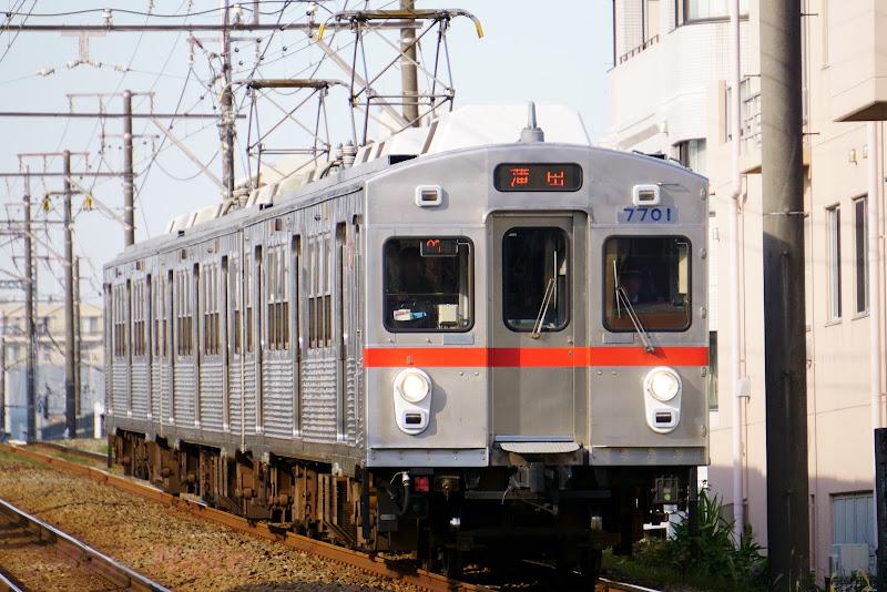 池上線を走る東急電鉄7700系