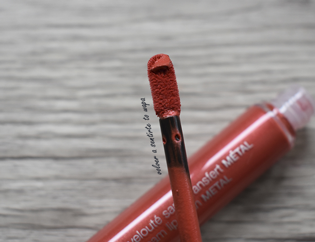 Labiales Cream Lip Stain Metálicos de Sephora - 112 Red Magma