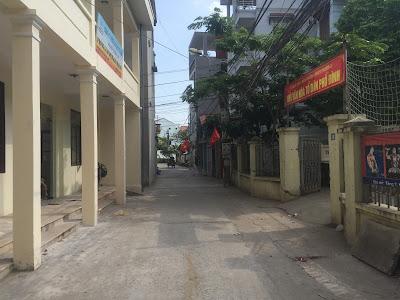 Đường vào rất rộng, ô tô đỗ ngay gần tòa chung cư giá rẻ Minh Đại Lộc 3