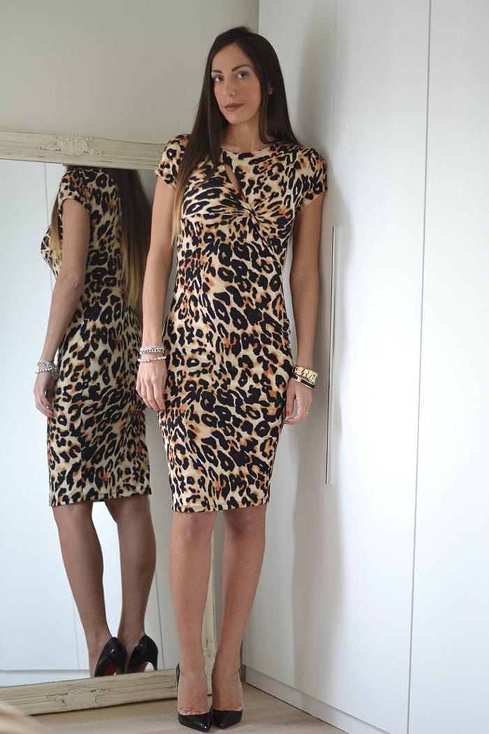 abito leopardato e louboutin