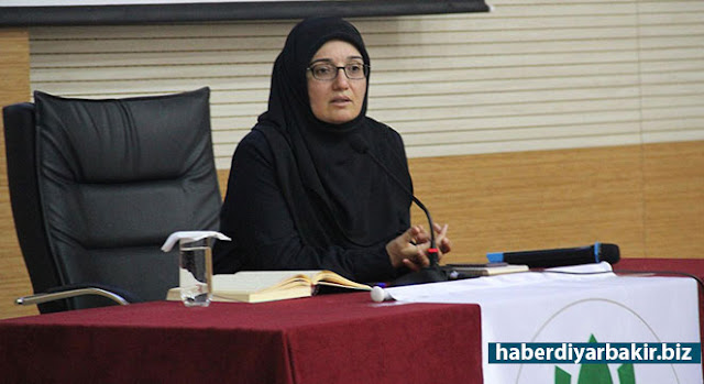 "DIYARBAKIR-Gülden Sonmez, a member of the Board of Directors of the Humanitarian Relief Foundation (IHH), participated in the programmer held by Knowledge and Merit Student Community Club in the conference hall of the Faculty of Theology in Dicle University with the title of ""Mavi Marmara Journey to Hope""."