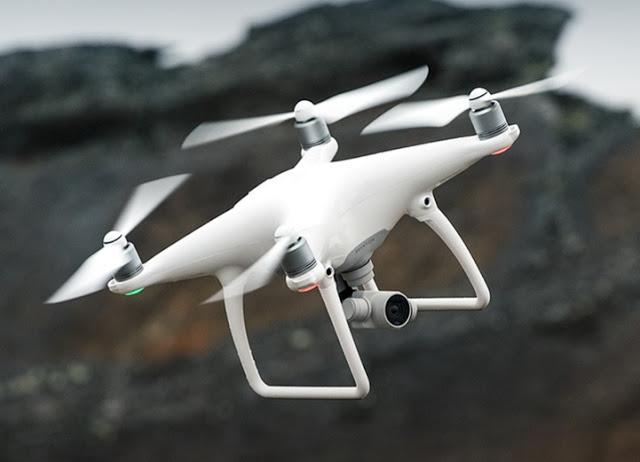 DJI Phantom mengelurakan versi terbarunya yaitu Dji Phantom 4 Series. Terdiri dari dua versi yaitu standar yang dibandrol dengan harga sekitar Rp 15 Juta dan versi PRO dengan harga sekitar Rp 20 Juta. Memiliki design baru yang berbeda dengan versi - versi sebelumnya. Memiliki beberapa fitur dan mode, diantaranya adalah tap view, multiple flight modes, intellegent flight modes, active track. Drone terbaru ini juga dibekali dengan kamera 20 Megapixel dengan sesnsor CMOS