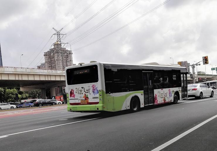 電気モーターで動くバス