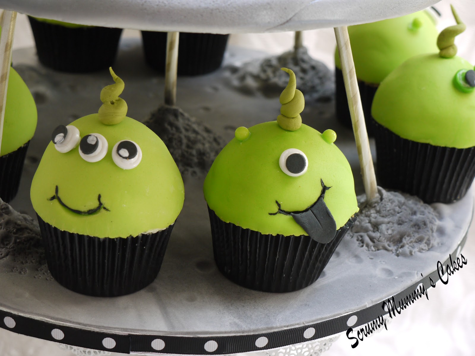 Scrummy Mummy S Cakes Flying Saucer Cake And Matching