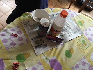 Ingrédients et ustensiles pour faire slime dentifrice