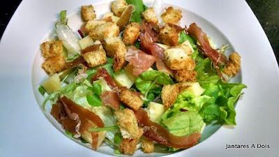 Salada verde com presunto de parma