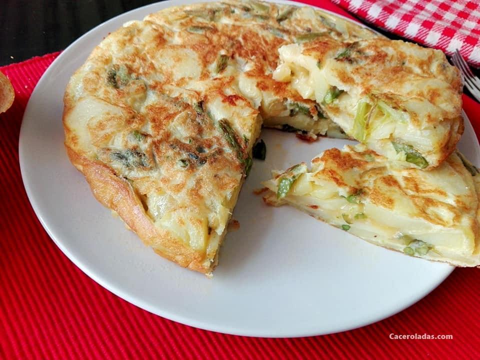 Tortilla De Patatas Con Esparragos Trigueros Caceroladas