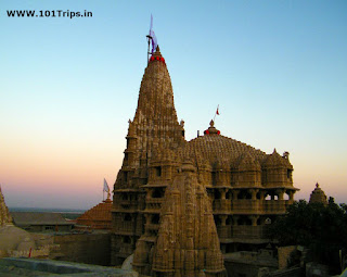 Dwarkadhish Temple gujarat,things to do in gujurat,top places to visit in gujarat,gujarat tourism,dwarkadhish temple of gujarat
