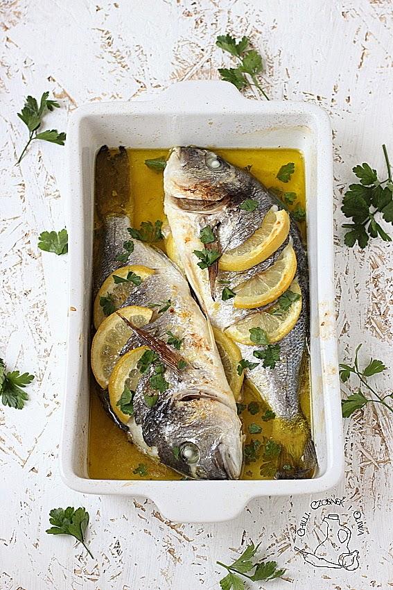 dorada z piekarnika z oliwa i cytryna