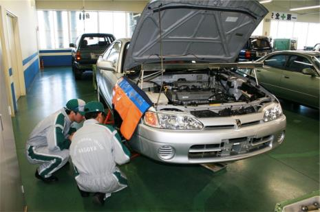 Curso de mecânica da Toyota para brasileiros