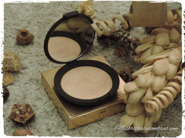 Becca_Champagne_Pop_Highlighter_By_Jaclyn_Hill_1