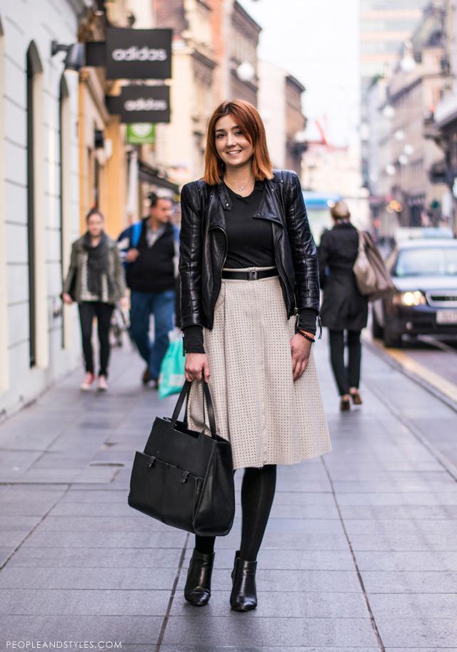 Mirjam Škalic, Mirjam Zara Ilica, voditeljica prodaje u Zari Ilica, how to wear beige suede midi skirt and black biker jacket, kako nositi suknju i gležnjače