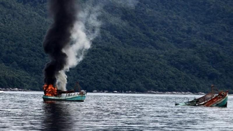 Kapal maling ikan yang ditenggelamkan