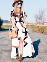 http://fr.shein.com/White-Short-Sleeve-Geometric-Print-Split-Maxi-Dress-p-231526-cat-1727.html