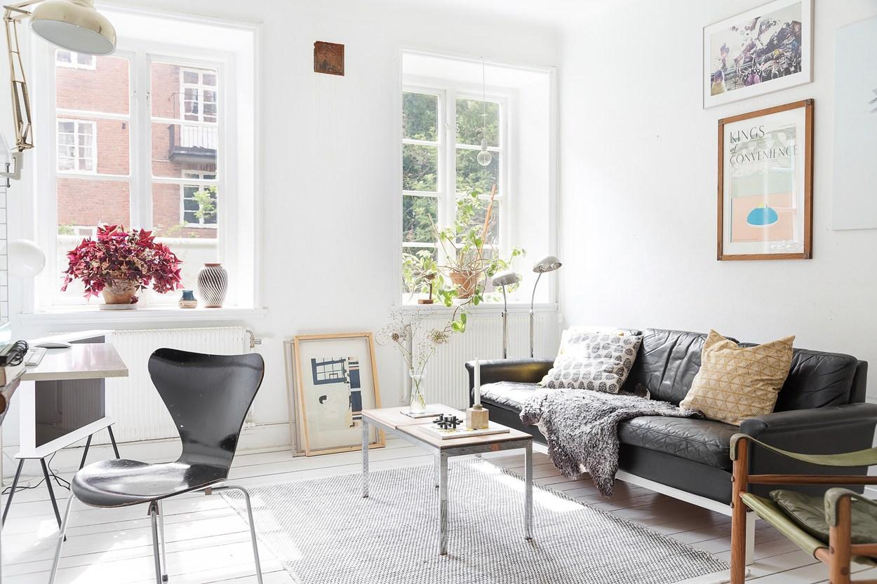 white floors, fritz hansen chair,string shelf, boho interior,
