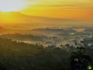 borobudur sunrise from setumbu hill