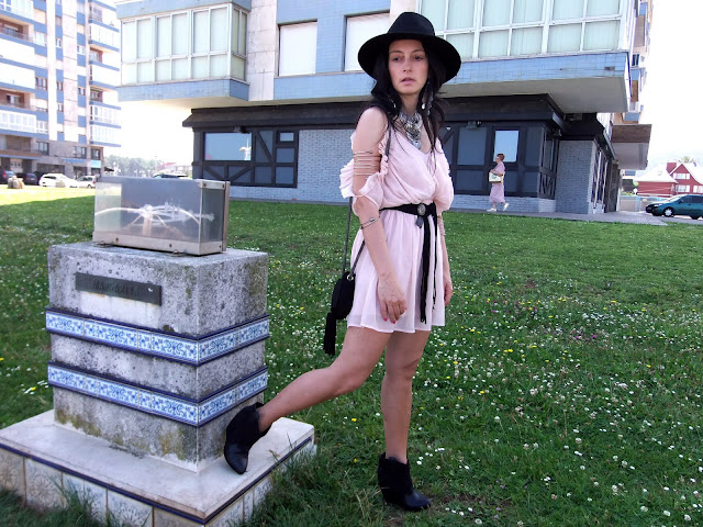 fashion, moda, look, outfit, blog, blogger, walking, penny, lane, streetstyle, style, estilo, trendy, rock, boho, chic, cool, casual, ropa, cloth, garment, inspiration, fashionblogger, art, photo, photograph, Avilés, oviedo, gijón, asturias, hat, summer, verano, etnico, ethnic, vestido, dress, western, chifon, francia, france, landas, boucau,