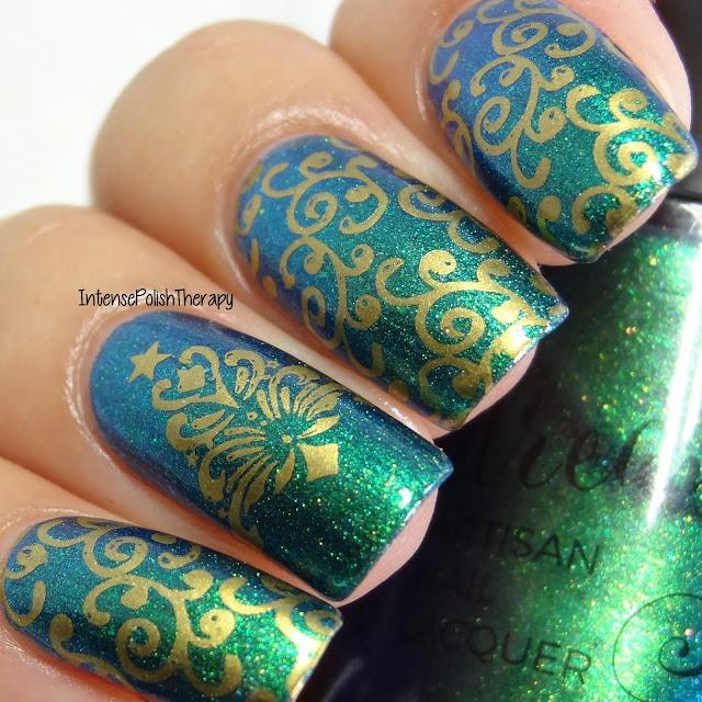 Gold Christmas Swirls Manicure
