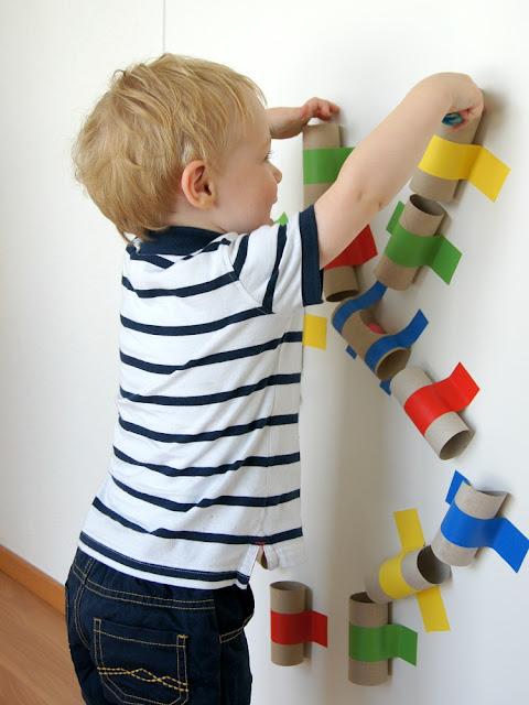 schaeresteipapier eine farbenfrohe kugelbahn selber machen. Black Bedroom Furniture Sets. Home Design Ideas