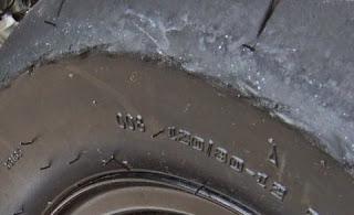 XR100モタードタイヤにチェーン当たる