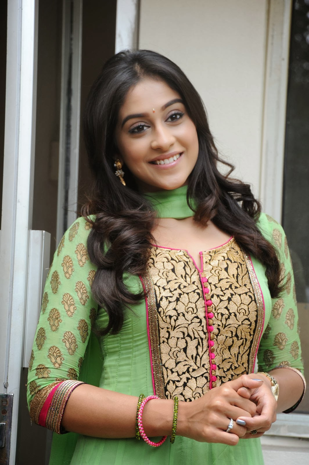 Gorgeous Regina cassandra photos in green salwar kameez