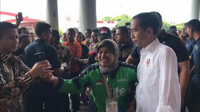 Pengemudi Online Bebas Libur, Jokowi: Kalau Saya Sabtu Minggu Kerja Terus