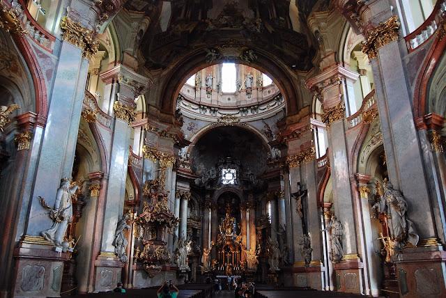 nef de l'église Saint Nicolas Prague