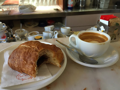 A brioche and coffee to start the hike