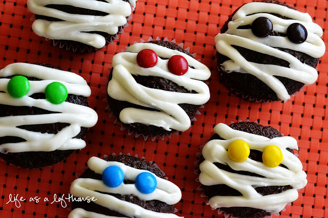 Mummy Cupcakes are soft and delicious chocolate cupcakes iced to look like mummies. Life-in-the-Lofthouse.com