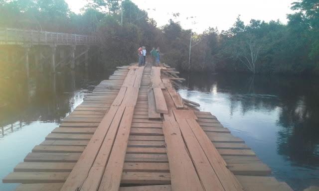 Carreta bi trem tomba de ponte e motorista morre preso as ferragens em São Domingos do Guaporé