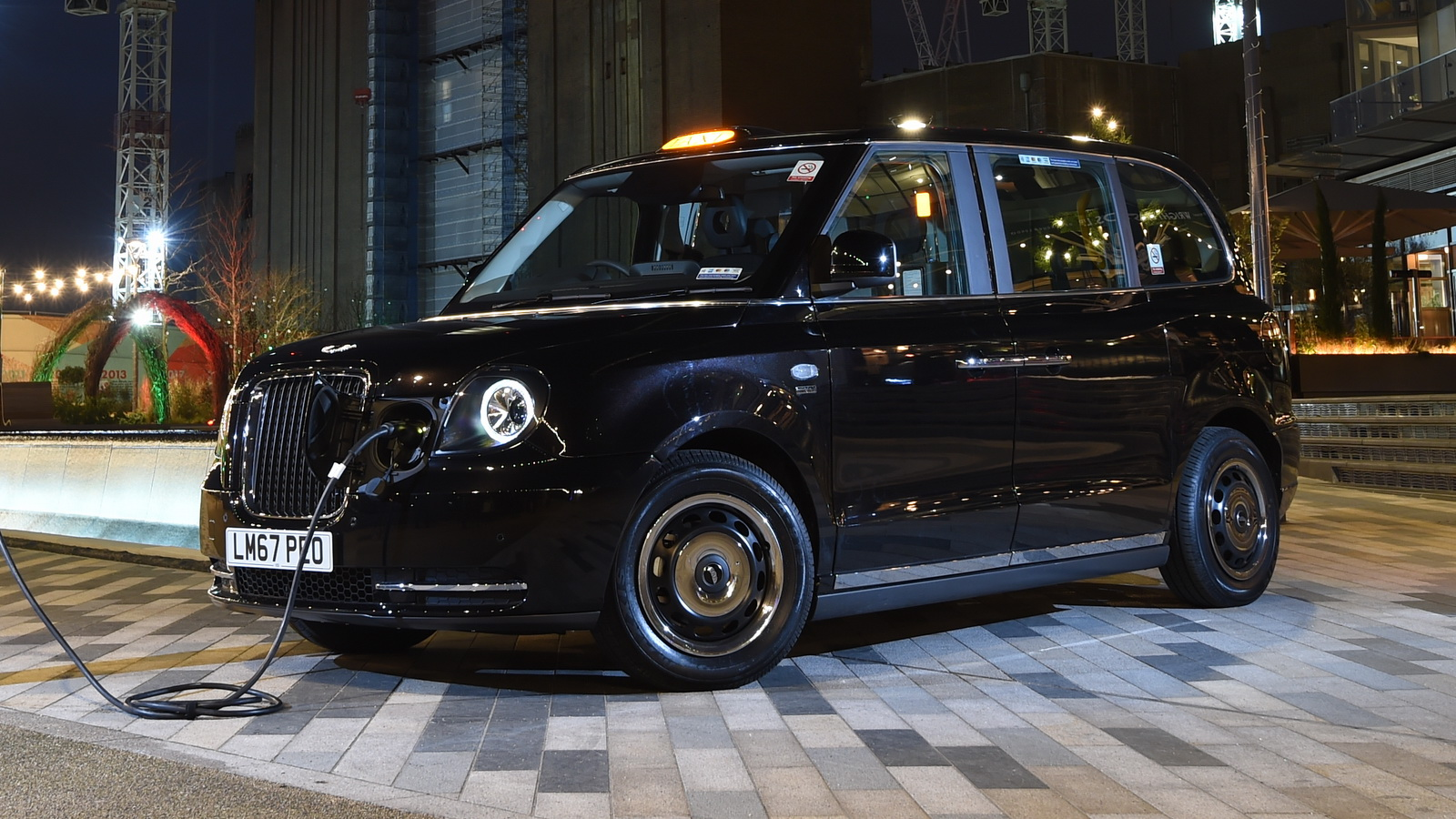 London S Black Cab Comes To The 21 Century With Phev Model