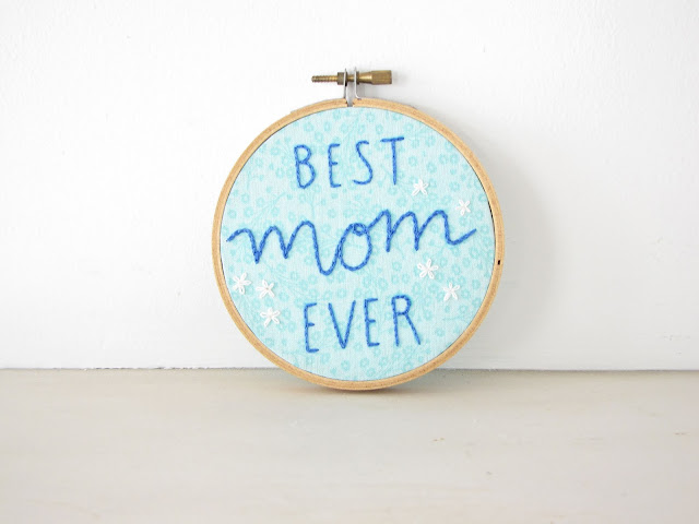 Best Mom Ever Embroidery Hoop Wall Art - aqua blue with daisies, hand lettering, Mothers Day gift, best mom ever, thanks mom, mom birthday, gifts for mom, athenaandeugenia