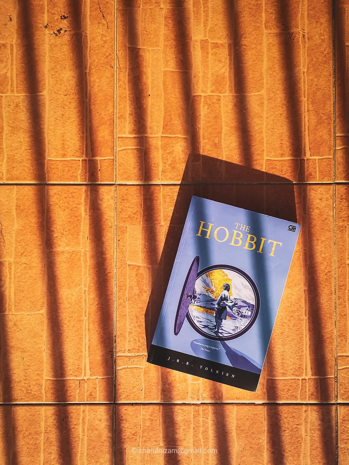 The Hobbit Oleh J.R.R Tolkien