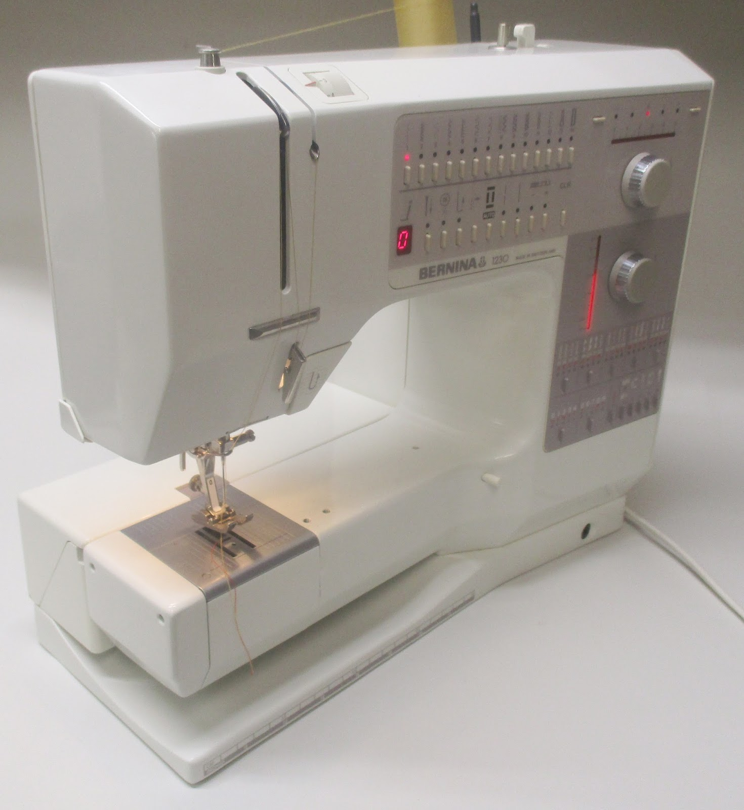 Mi Vintage Sewing Machines Necchi Bu Machine Threading Diagram The Dials Combined With Led Temperature Style Bars Are Home Run Part Of