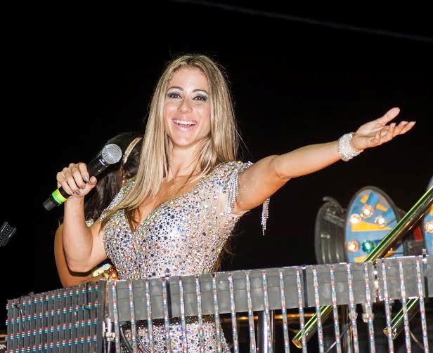 f3bd1afe00f Luana Monalisa fez bonito como uma das convidadas de Carlinhos Brown em seu  Camarote Andante