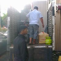 Proses loading barang pindahan